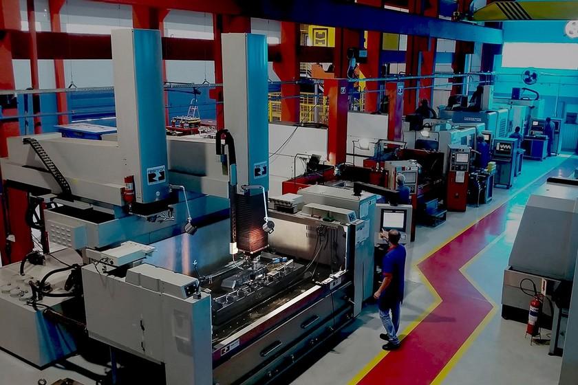fabricacao-de-moldes-32-ton-kammoldes-banner2